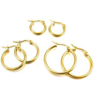 bd62f741a6c0 Los aretes tipo argolla tienen mucha historia y con el tiempo se han  convertido en las joyas más solicitadas por mujeres que tienen femineidad y  coquetería.